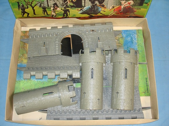 TIMPO_54mm_MEDIEVAL_CASTLE_MODEL_TOYS_LIMITED_CLIP_FIT_FORM_PLASTIC_1802_CONTENTS