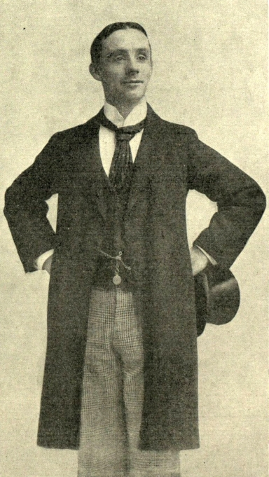 Dan_Leno,_hands_on_hips.jpg